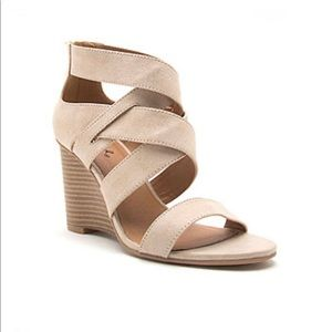 New Qupid Womens Brody-11 Wedge Sandals in Beige.